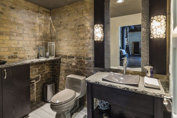 A bathroom installation at Cambria-Great Floors Gallery in London Ontario featuring Minera by Cambria